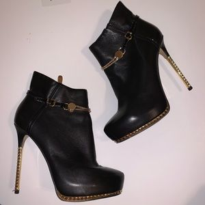 Chinese Laundry Black Booties w/ gold, Sz 8